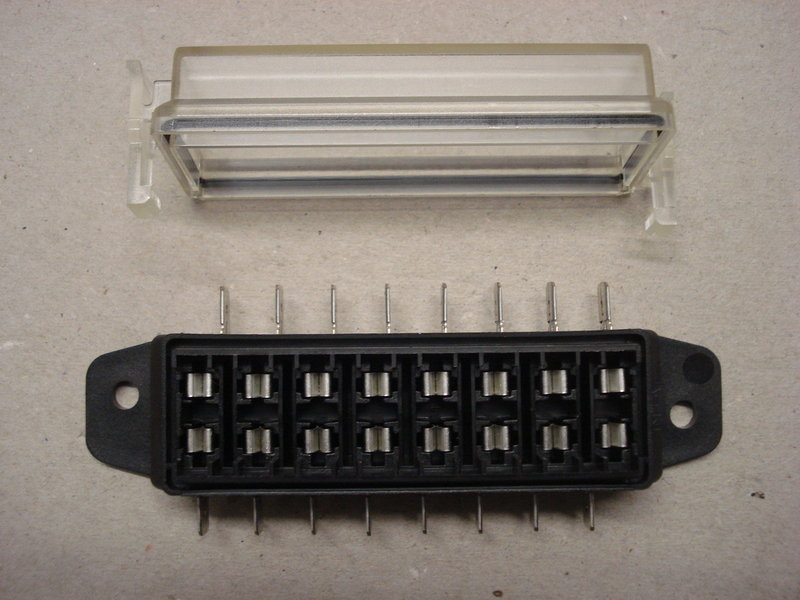 Standard blade vehicle boat way side entry fuse box