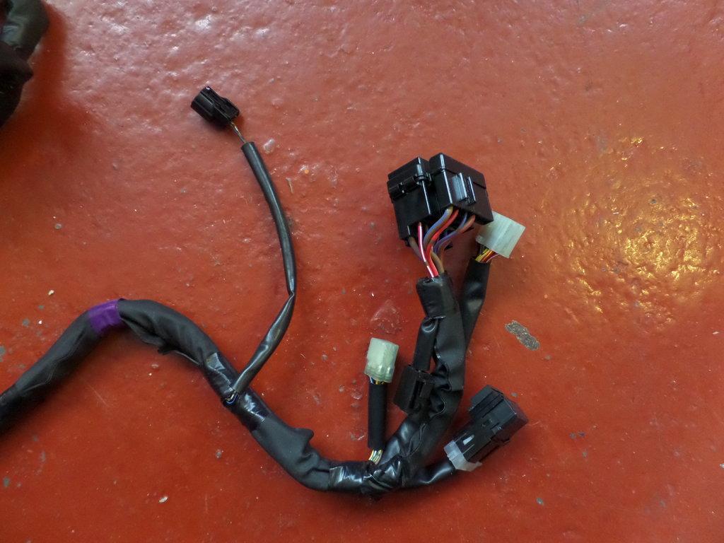 Used Yamaha R1 4c8 Main Harness Wiring Loom 82590 30 9995