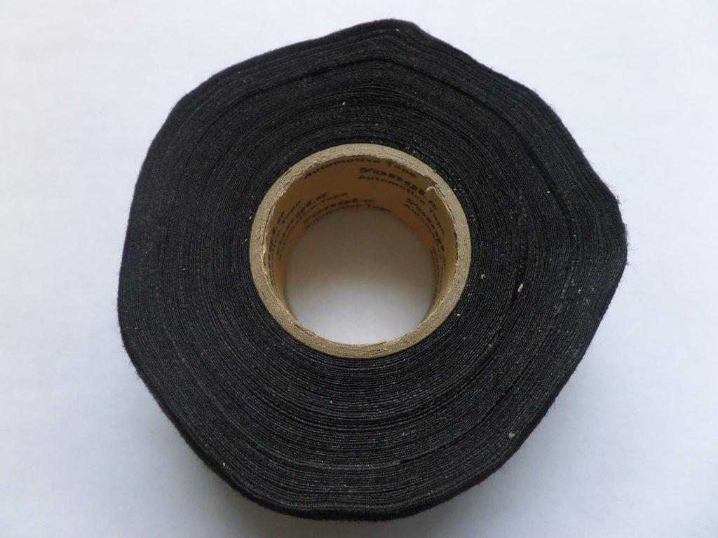 Budget Adhesive fleece automotive tape 32mm x 20m on